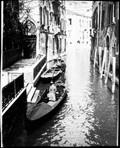 1900 04 02 Italie Venise un canal et Renée en voyage de noces