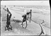 1898 07 08 Égypte Port-Saïd gosses en culbute sur la plage