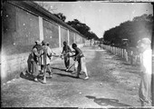 1898 09 05 Chine Pékin battage du trottoir de la légation de Russie
