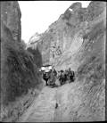 1898 11 Chine Route de Huo Ma  rencontre de deux voitures dans le loess