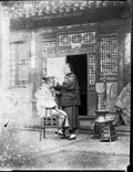 1899 05 Chine Pékin Paul se faisant truffiner