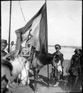 1898 10 Chine le porte étendard