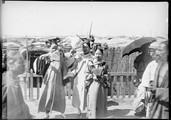 1899 05 Chine Pékin  jeunes Tartares  à la gare de Pékin