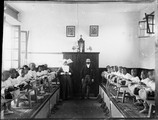 1898 09 30 Chine Pékin  les garçons qui font de la dentelle à Cha-La-Eul