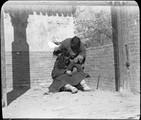 1898 11 Chine  Ts'ouen,Triage de poux féminins
