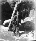 1899 01 Chine Ts'ing Ling, porteur de bois