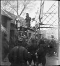 1899 02 16 Chine  La foule à Si P'ing Sien, fête du 16 de la première lune, un des figurant du cortège