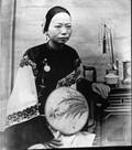 1899 01 Chine  Fille du mandarin de Tchoo Tché Sien (photo P.G. Maurice)
