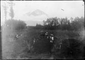 1899 06 Japon  caravane et Fuji