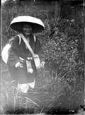 1899 06 Japon Vieille chanteuse dans les hautes herbes