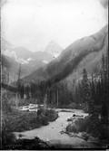 1899 07 Canada vallée D'illecillewaet et Sir Donald du 2ème pont avant Glacier House