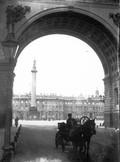1897 07 31 Russie Saint-Pétersbourg Palais d'hiver vu de l'arcade de l'hôtel de l'état-major