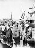 1897 09 06 Azerbaïdjan Bakou à l'embarcadère et  femmes voilées