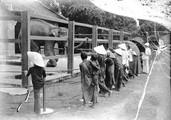 1898 07 28 Vietnam Saïgon au jardin de Saïgon l'éléphant mendie quelques sous