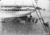 1898 07 26 Singapour Malais venant entourer un navire allemand