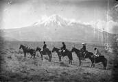 1897 10 10 Turquie vers l'Ararat mon escorte 1 interprète tatar 2 gendarmes et 1 porteur